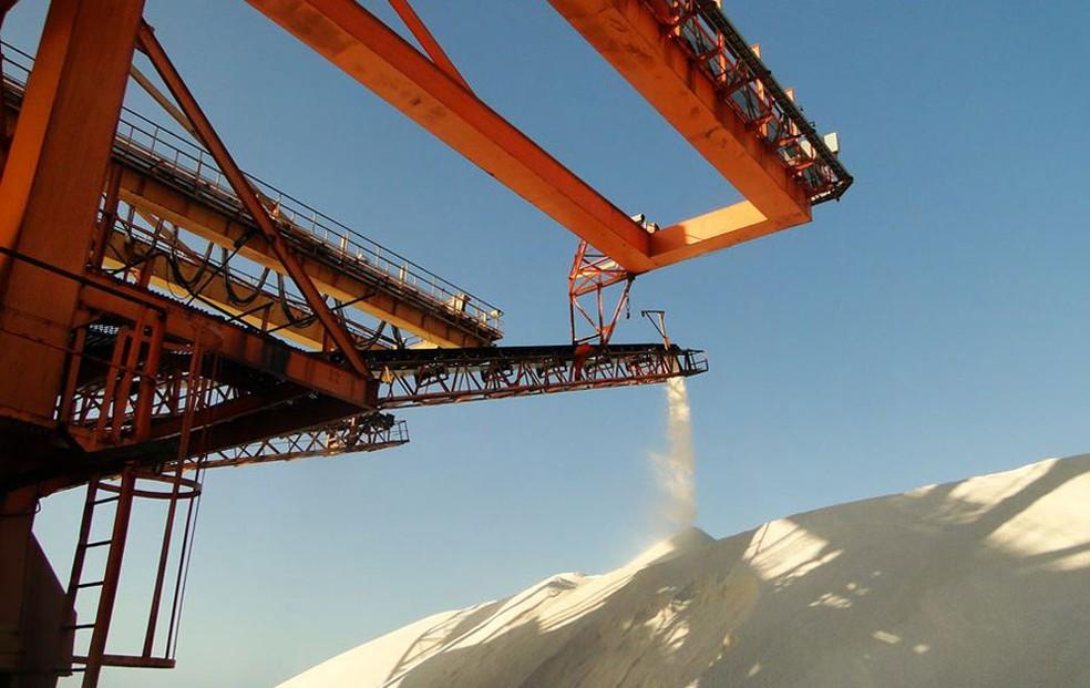 Construído em 1974, Porto-Ilha de Areia Branca é a principal saída de sal do RN (Foto: Ricardo Araújo)