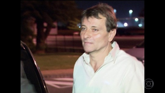 Avião militar da Itália está no Brasil para buscar Battisti
