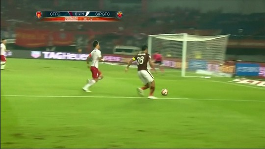 Paulinho marca, Goulart faz dois, e Guangzhou amplia vantagem na liderança