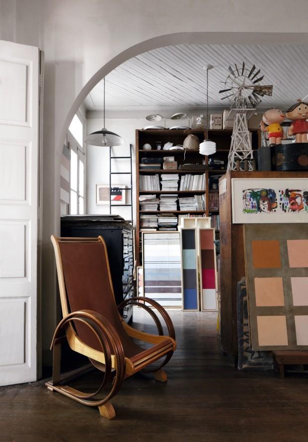 Casal de artistas cria padronagens em revestimentos na própria casa (Foto: Filippo Bamberghi)