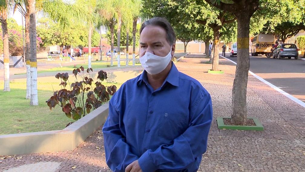 Para o prefeito Manoel Donizete de Oliveira, fiscalizações no comércio e trabalho de orientação sobre cuidados em relação à Covid-19 têm feito a diferença — Foto: Reprodução/TV Fronteira