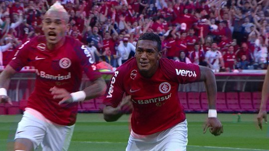 Herói, Edenílson afina parceria com Uendel e cumpre promessa a filho com gol no Gre-Nal