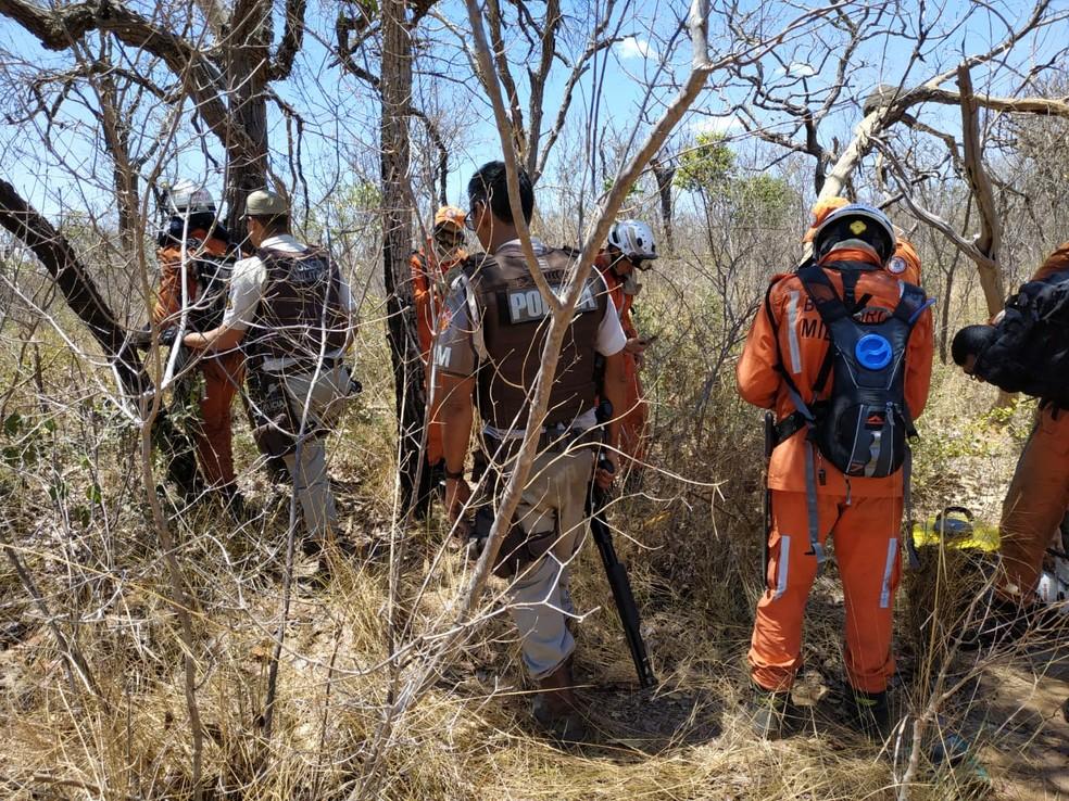 Bombeiros são alvos de tiros enquanto trabalhavam na Serra do Mimo, no oeste da Bahia — Foto: Corpo de Bombeiros