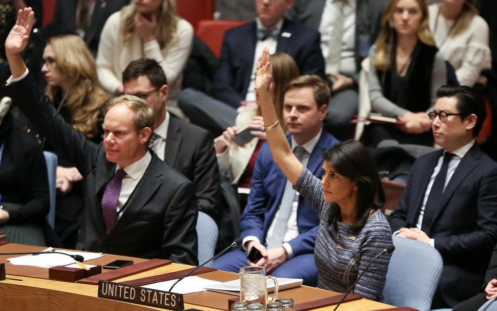 A embaixadora dos EUA na ONU, Nikki Haley, durante votação do Conselho de Segurança para novas sanções contra a Coreia do Norte, na sexta-feira (22) (Foto: Reuters/Amr Alfiky)