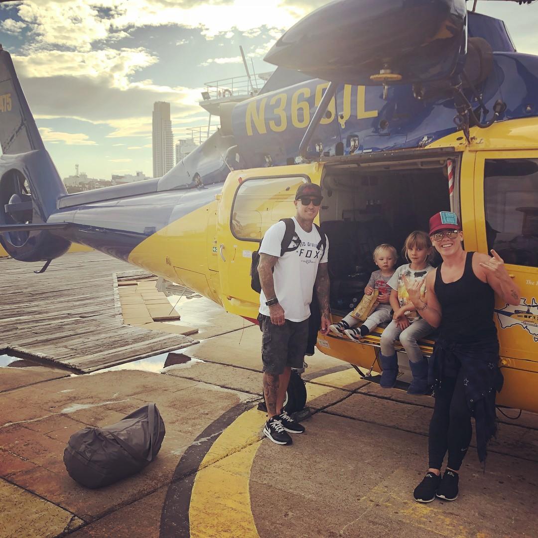 Família reunida em tour, chegando a Brisbane, na Austrália (Foto: Reprodução / Instagram)