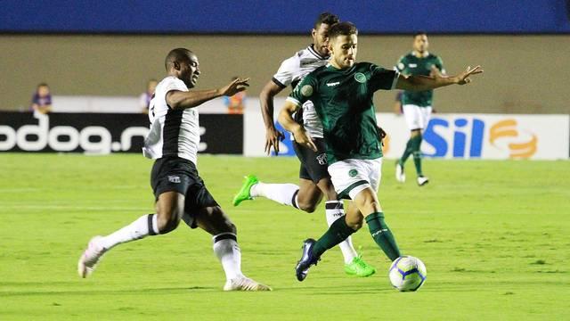 Barcia progride com a bola; uruguaio fez o gol da vitória esmeraldina