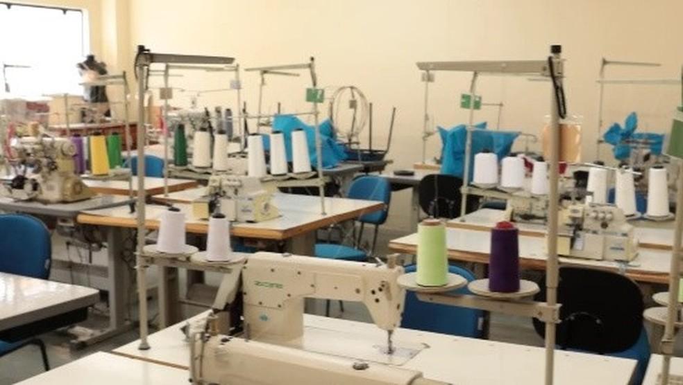 Cevest em Nova Friburgo, RJ, retoma aulas presenciais dos cursos de corte industrial e costura íntima — Foto: Divulgação/Prefeitura de Nova Friburgo
