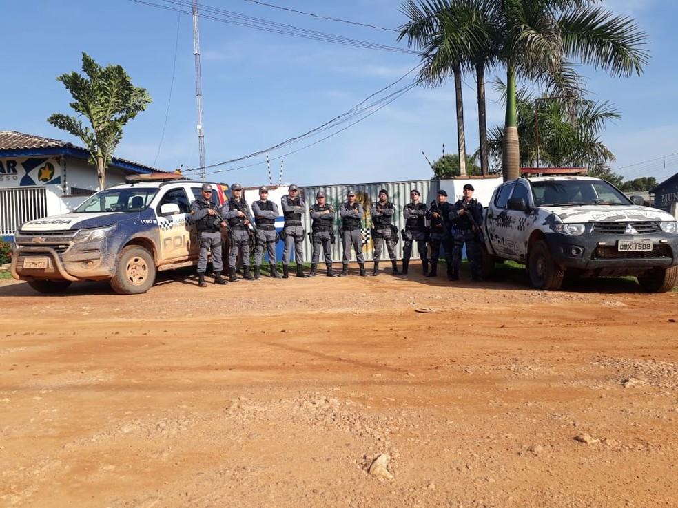 Polícia faz a segurança na região — Foto: PM-MT/ Divulgação