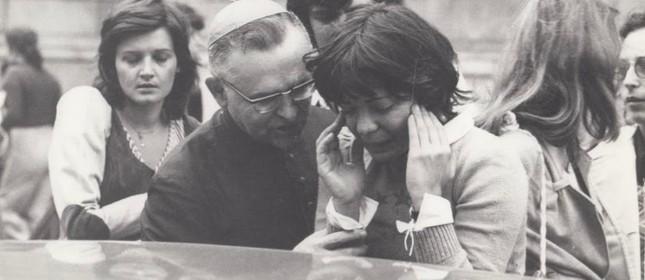 D. Paulo consolando Clarice Herzog
