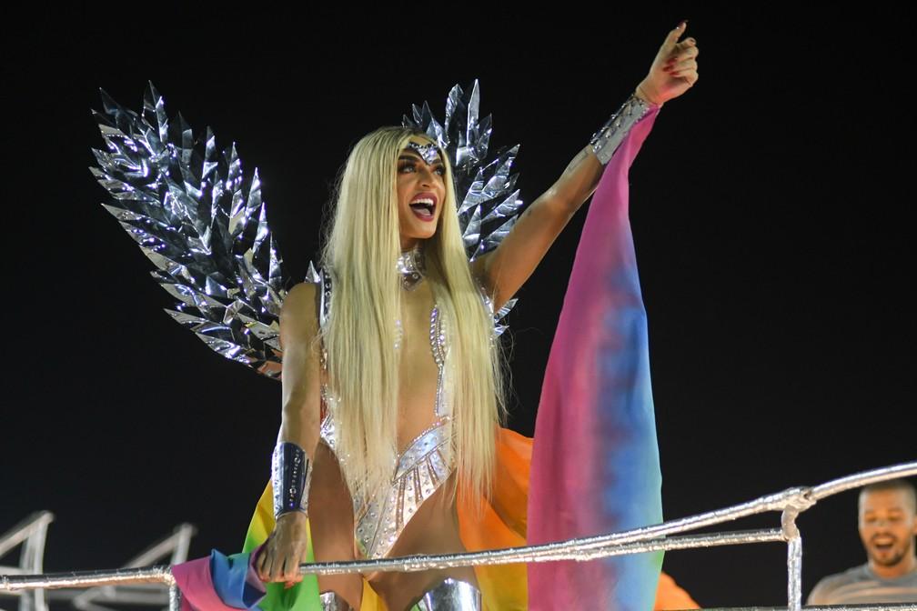 Pabllo Vittar foi destaque de carro da Beija-Flor que tratava de intolerância de gênero (Foto: Alexandre Durão/G1)
