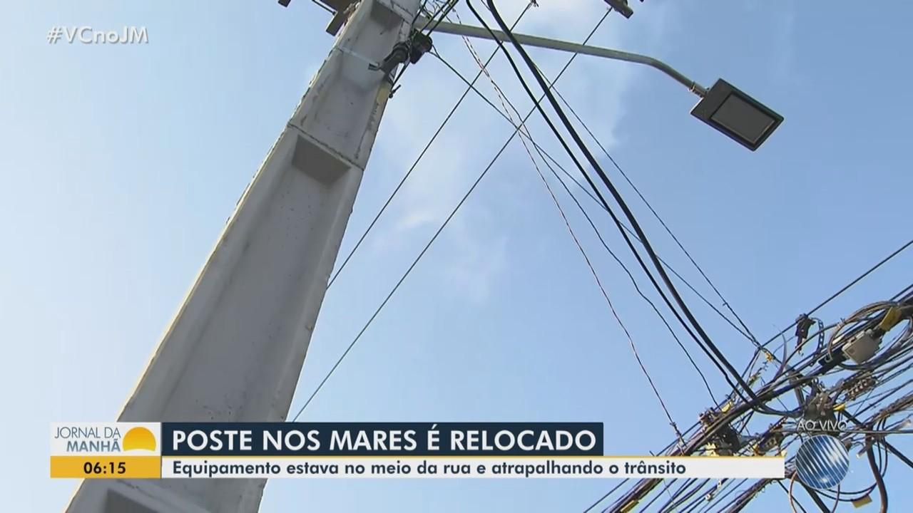 Após denúncias no JM, poste que estava no meio da rua é realocado na região dos Mares