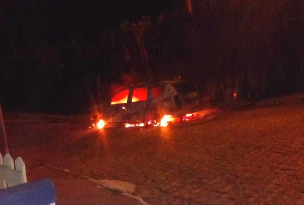 Carro ficou completamente destruído — Foto: Arquivo pessoal