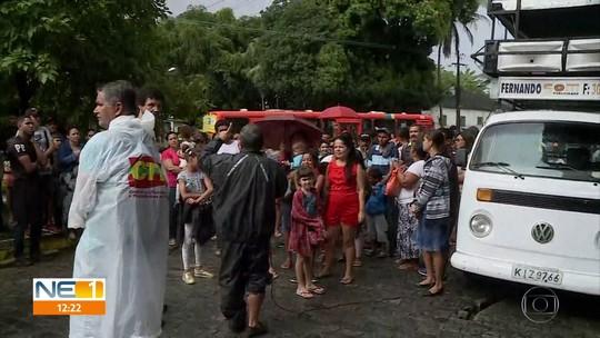 Moradores protestam contra pedido de reintegração de posse em terreno da UFRPE