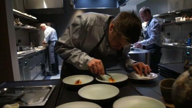 O chef Nicolai Ellitsgaard trabalhou por mais de um ano na concepção do cardápio (Foto: Divulgação)