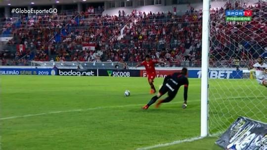 Atlético-GO perde para o CRB e se complica no briga pelo acesso