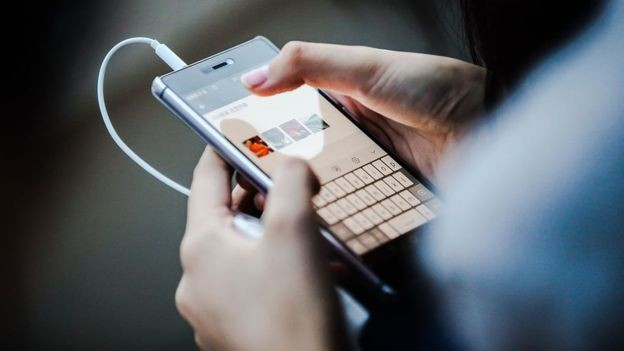 O tédio também é importante - um desafio nos dias de hoje, em que recorremos às redes sociais para ocupar a mente (Foto: Getty Images/BBC)