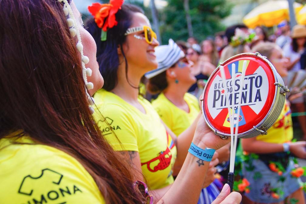 Movimentação de foliões no desfile do Bloco do Sargento Pimenta, na Avenida Brigadeiro Faria Lima, na região de Itaim Bibi em São Paulo (SP), na manhã deste domingo (04). 04/02/2018 -  (Foto: Roberto Sungi/Futura Press/Estadão Conteúdo)