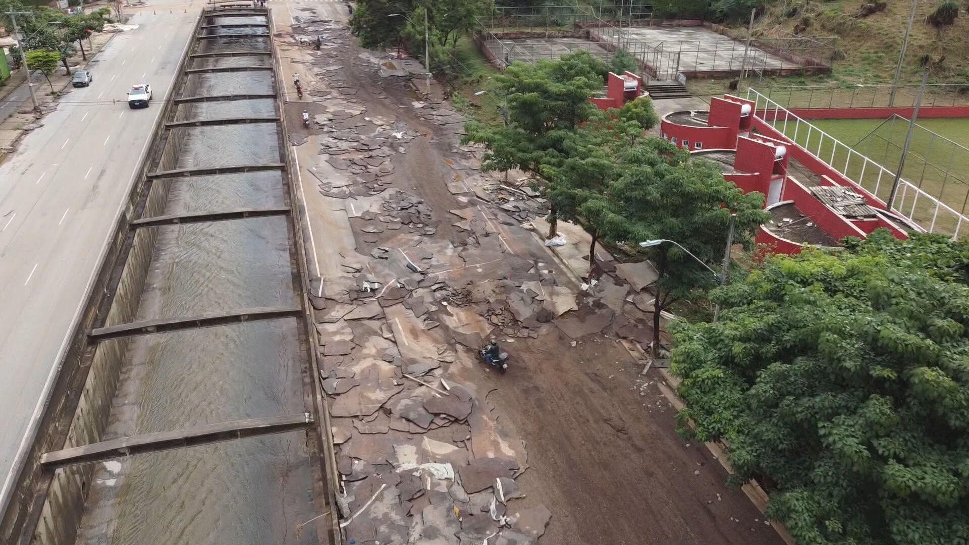 Parte da Tereza Cristina é liberada, 24h após temporal que alagou e arrancou placas de asfalto