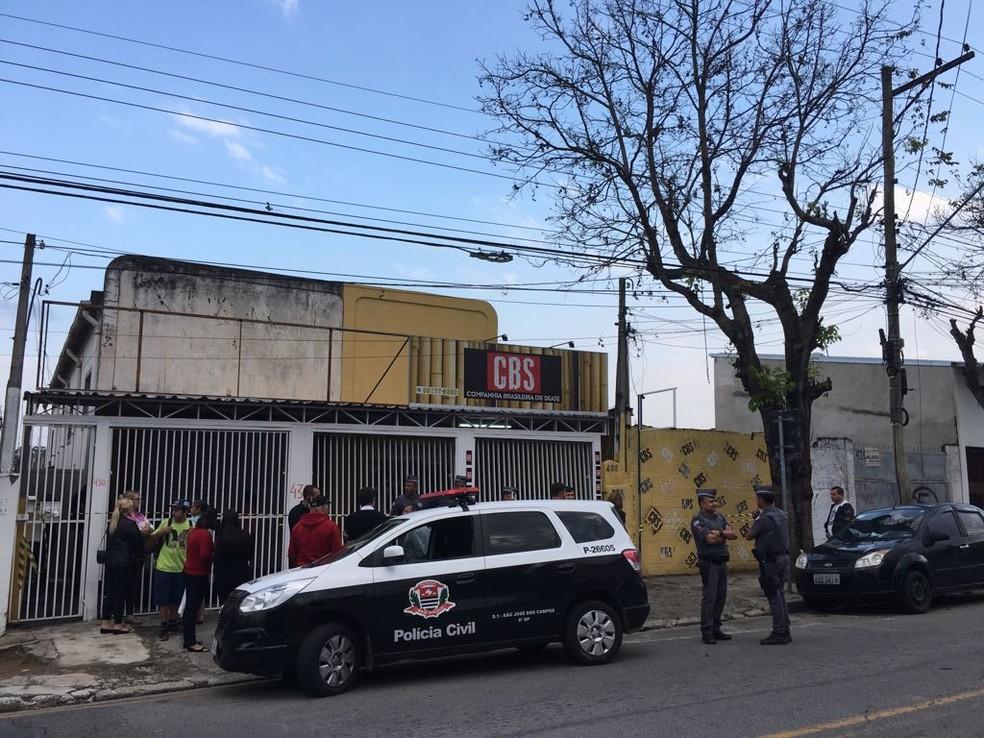 Crime foi em uma loja de artigos para skatistas no Jardim Motorama (Foto: Silas Basílio/TV Vanguarda)