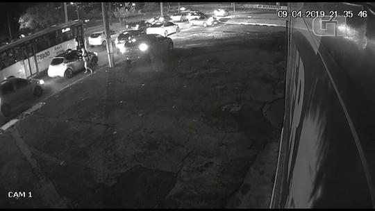 Vídeo: homem é executado no trânsito com dez tiros em Ceilândia, no DF