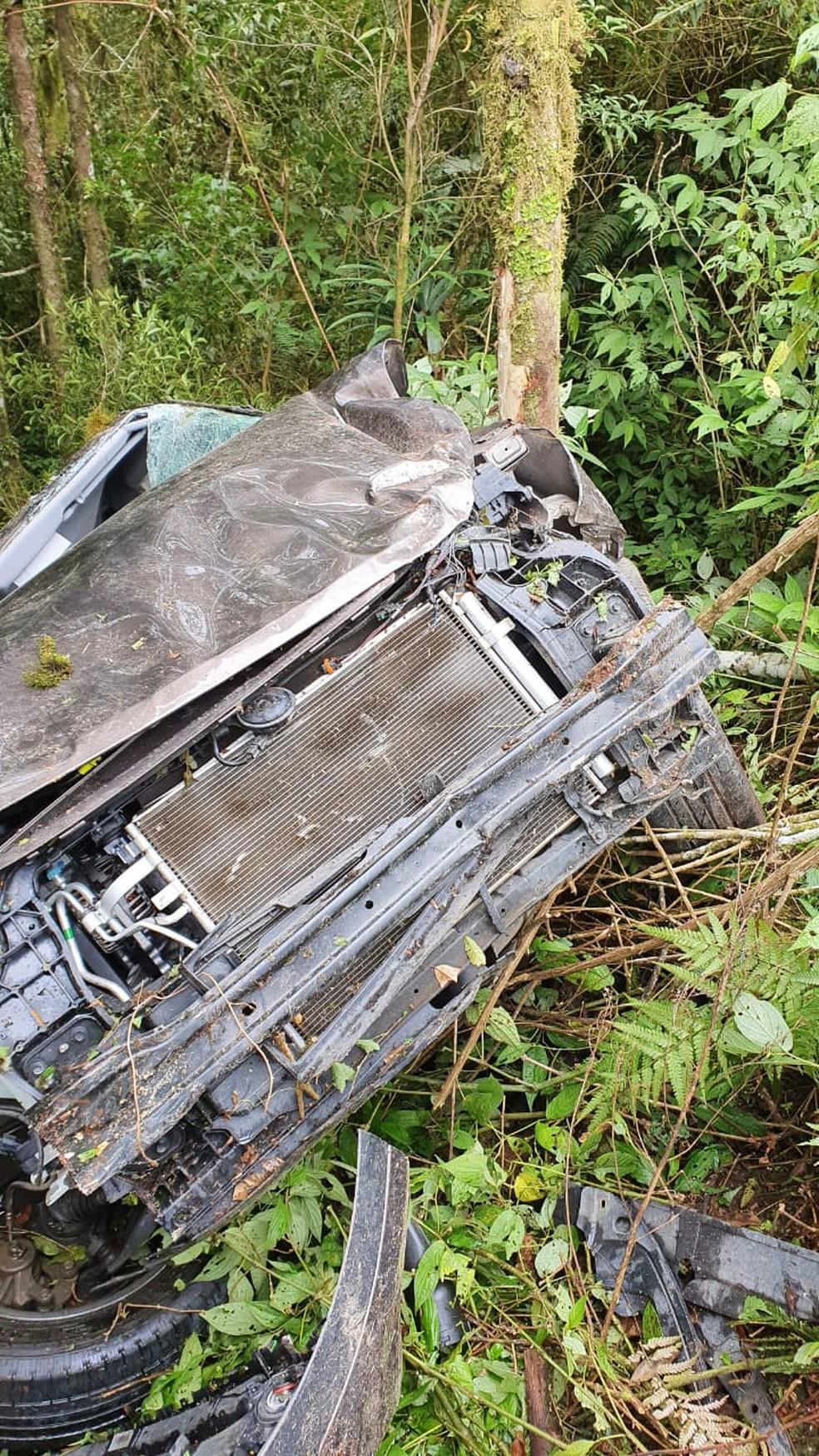 Local do acidente era de difícil acesso, segundo os bombeiros — Foto: Corpo de Bombeiros/Divulgação