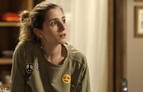 Na segunda (23), Cláudio (Gabriel Stauffer) vai se declarar e beijar Ivana (Carol Duarte)  Reprodução