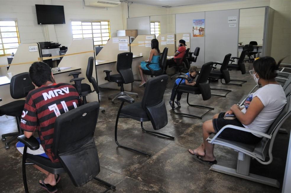Atendimento na agência do Trabalho no DF durante pandemia da Covid-19 — Foto: Lúcio Bernardo Jr/Agência Brasília