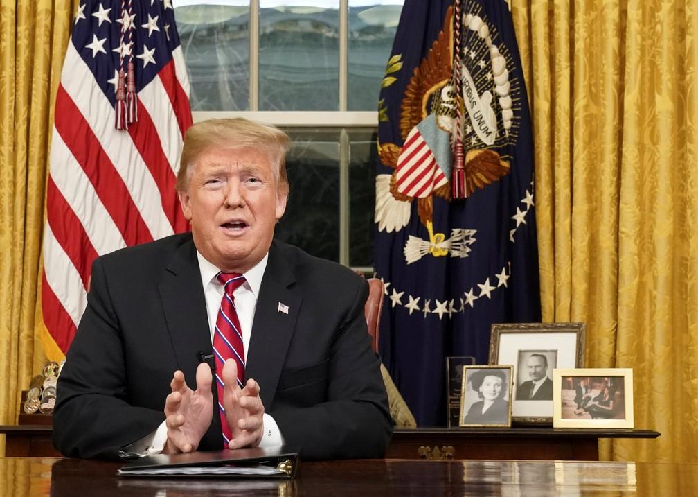 Trump durante pronunciamento na TV nesta quarta-feira (9) — Foto: REUTERS/Carlos Barria