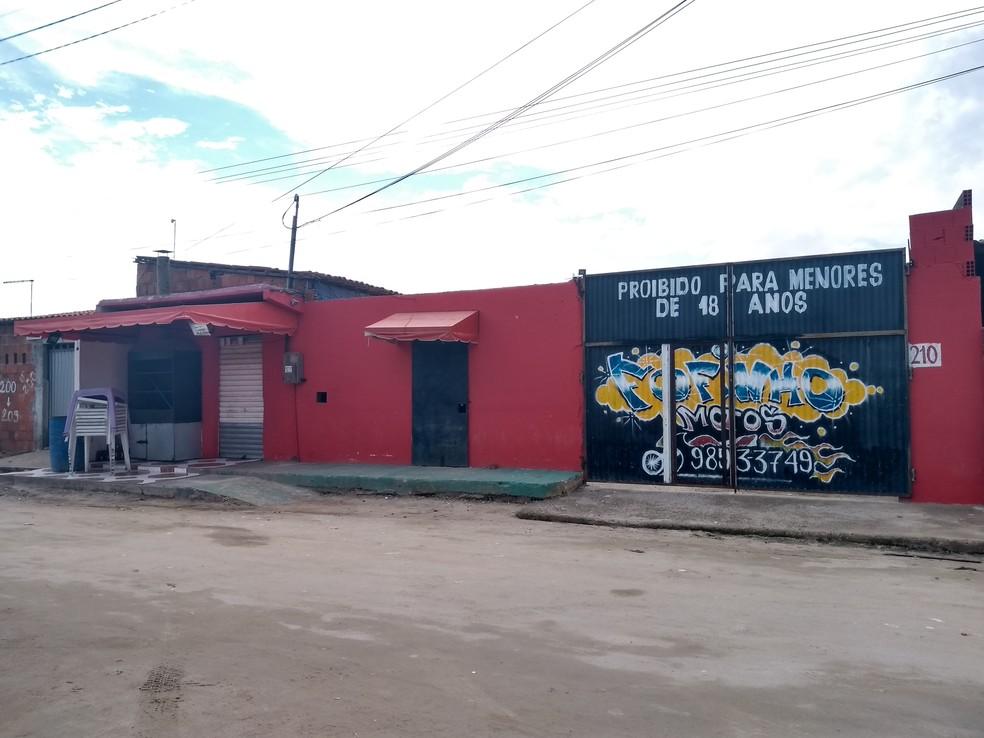 """""""Forró do Gago"""", no Bairro Cajazeiras, em Fortaleza, local onde aconteceu chacina que deixou 14 pessoas mortas.  — Foto: Cinthia Freitas/G1CE"""