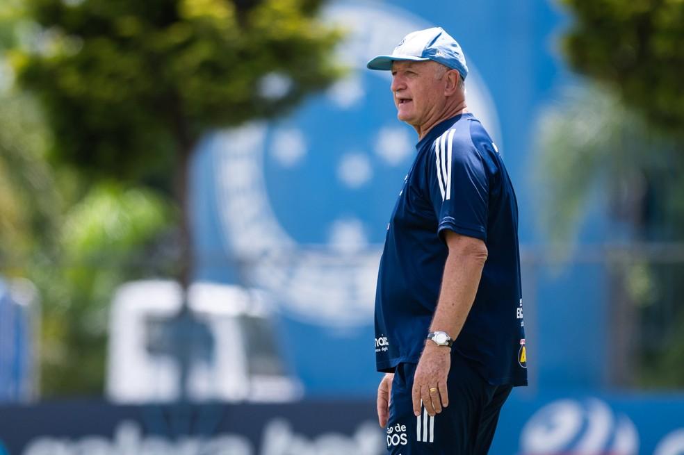 Felipão durante treino do Cruzeiro — Foto: Bruno Haddad