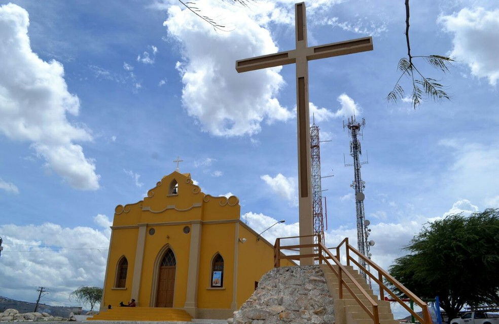 Crime ocorreu dentro da igreja Cristo Rei durante uma reunião em Gravatá (Foto: Elielma Santos/Divulgação)