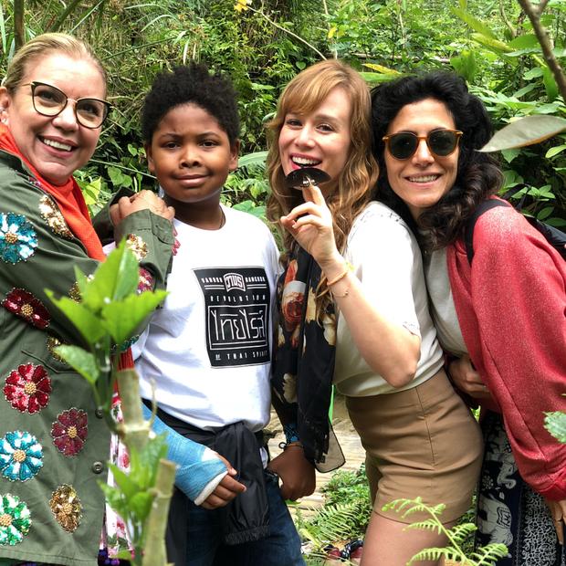 Astrid Fontenelle e o filho, Gabriel, Mariana Ximenes e Marina Person em um parque de borboletas (Foto: reprodução Instagram)
