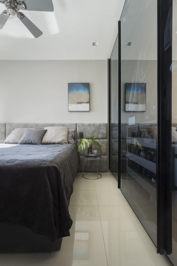 Espelhos e marcenaria esperta valorizam apartamento de 50 m² (Foto: Osvaldo Castro)