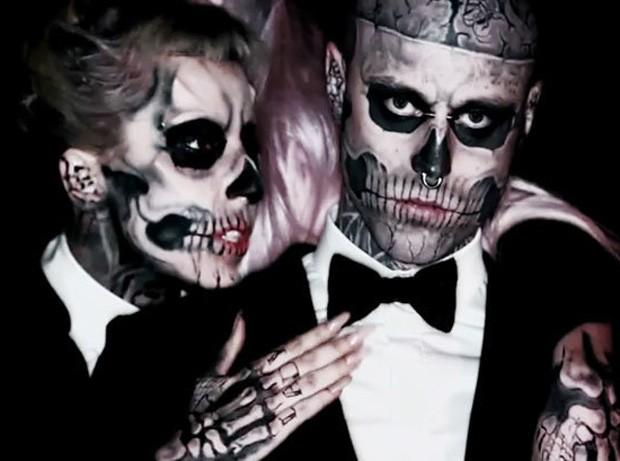 Lady Gaga e Rick Genest, o Zombie Boy, em cena do clipe de Born This Way (Foto: Reprodução)
