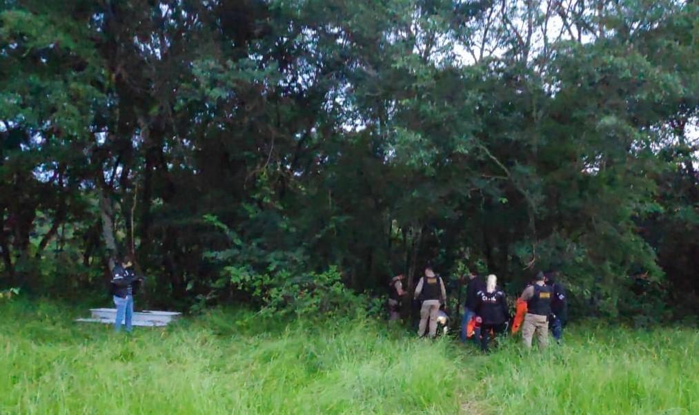 Após corpos serem achados em covas, Polícia Civil em Uberlândia investiga caso e faz varredura no local