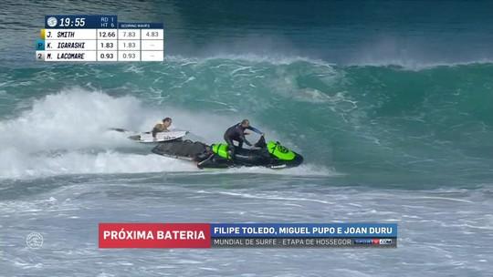 Líder do ranking, Jordy Smith leva caldo após piloto do jet ski desistir de onda