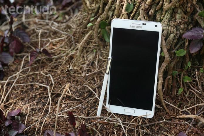 Galaxy Note 4 tem tela quadHD de 5,7 polegadas (Foto: Lucas Mendes/TechTudo)