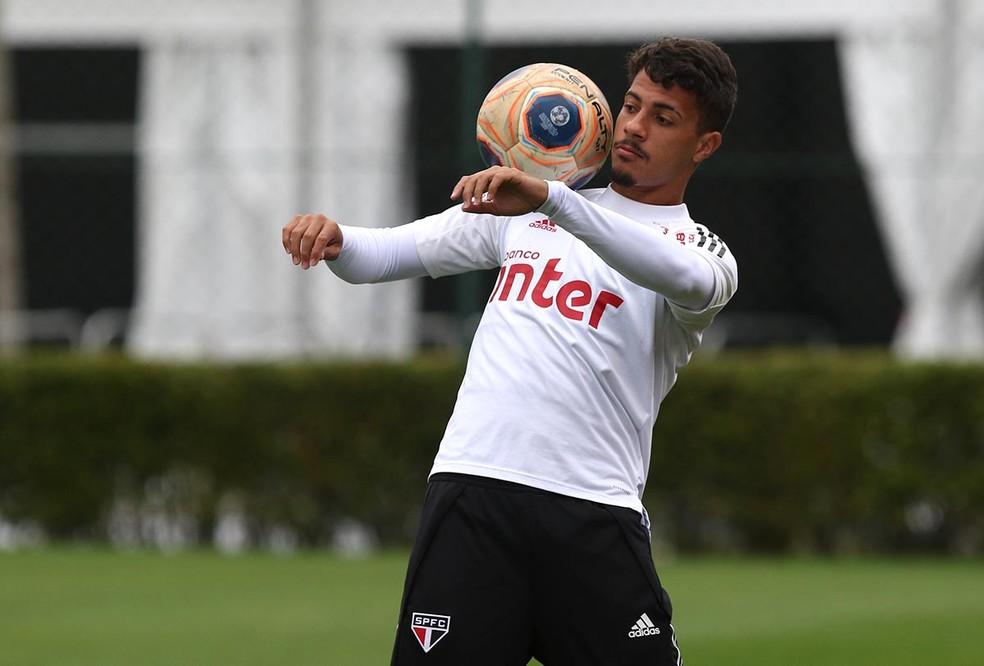 Diego em treino do São Paulo — Foto: Rubens Chiri/saopaulofc.net