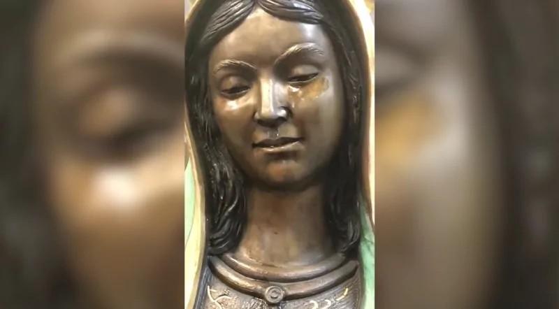 Estátua escorrendo lágrimas na Igreja Católica Nossa Senhora de Guadalupe, no Novo México (Foto: Igreja Nossa Senhora de Guadalupe)