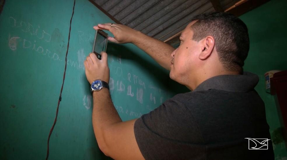 Polícia analisa pegadas na casa de Antônia Conceição para descobrir o autor do assassinato — Foto: Reprodução/TV Mirante
