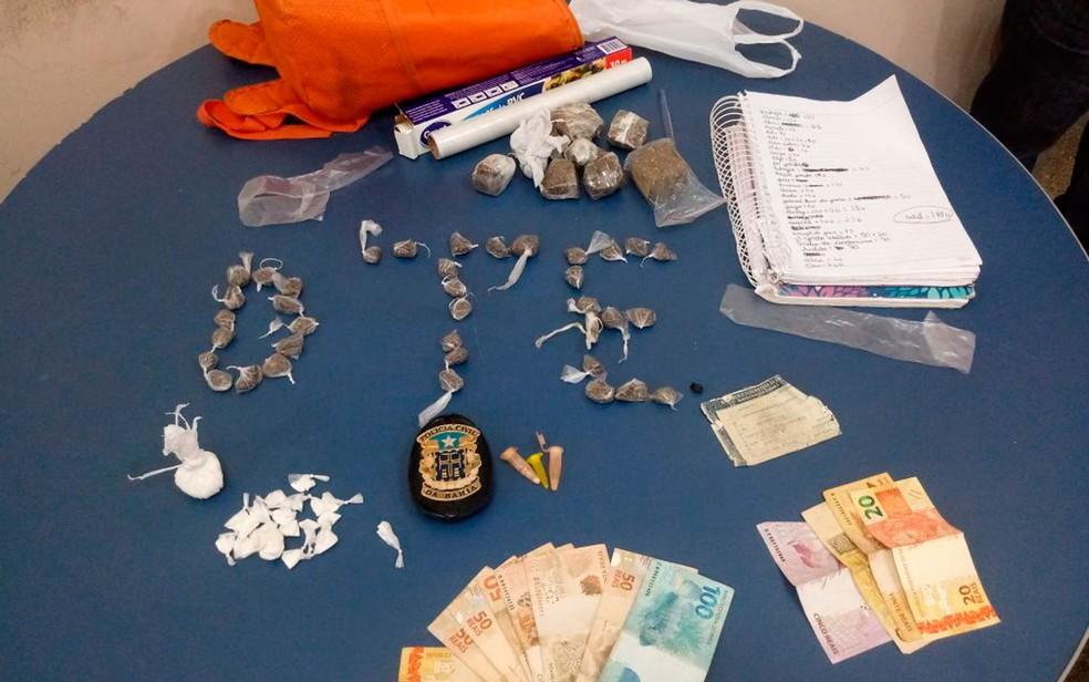 Drogas foram apreendidas com os suspeitos (Foto: Divulgação/Polícia Civil)