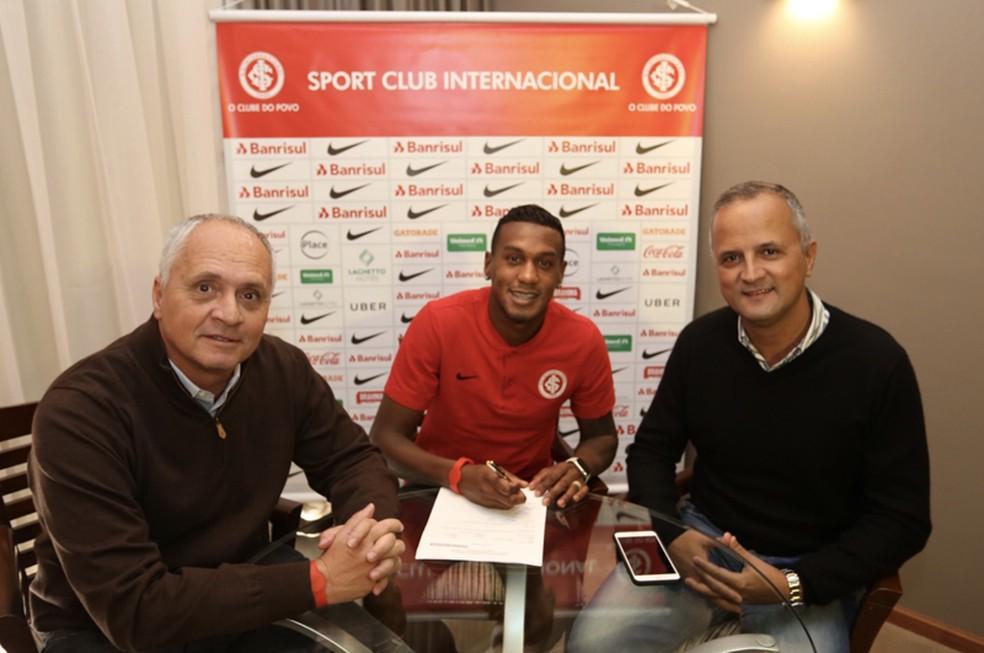 Inter exerce opção de compra e anuncia contrato definitivo com Edenilson