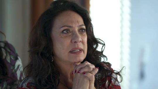 Rania se surpreende ao seguir Miguel no meio da noite: 'Me perdoa'