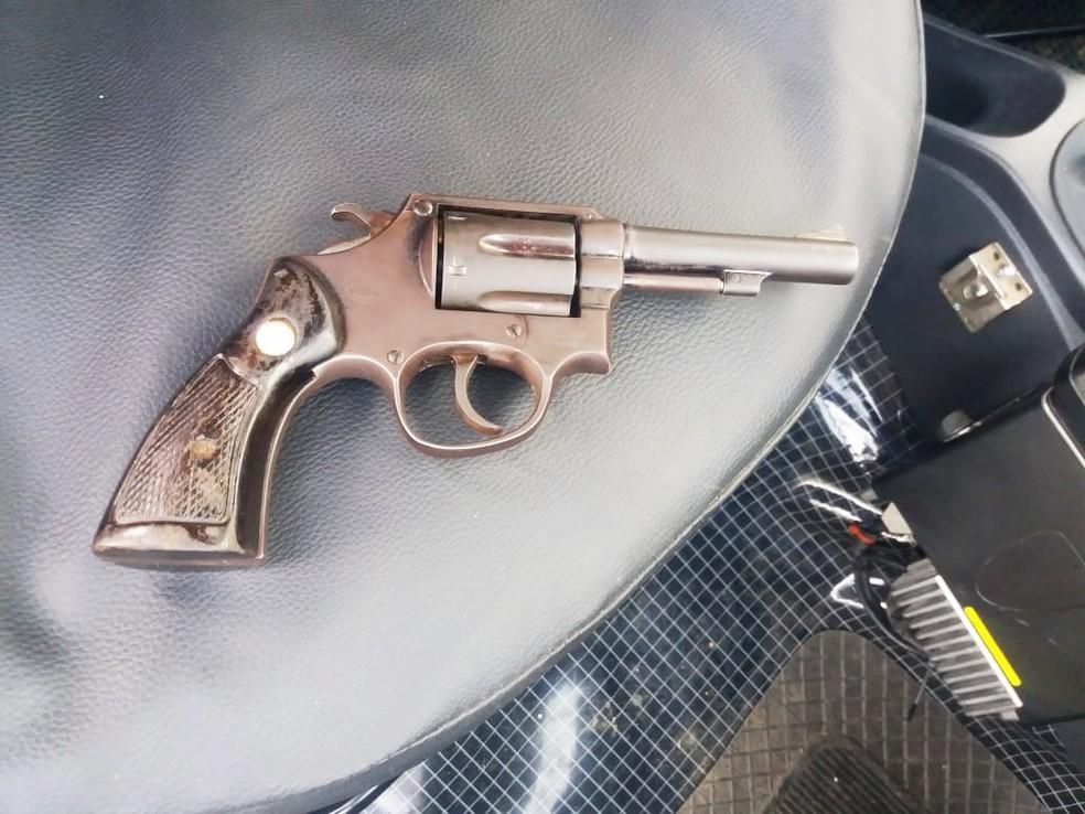 Com o bandido morto foi apreendida uma arma de fogo — Foto: PMRN/Divulgação