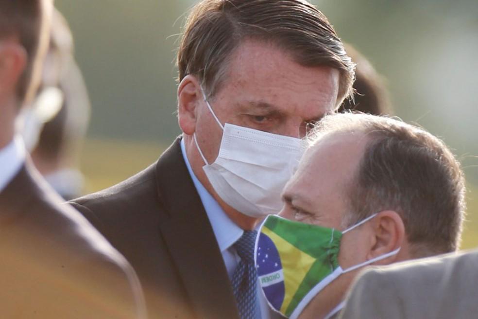 Presidente Jair Bolsonaro e ministro interino da Saúde, Eduardo Pazuello em foto de 9 de junho  — Foto: Adriano Machado/ Reuters