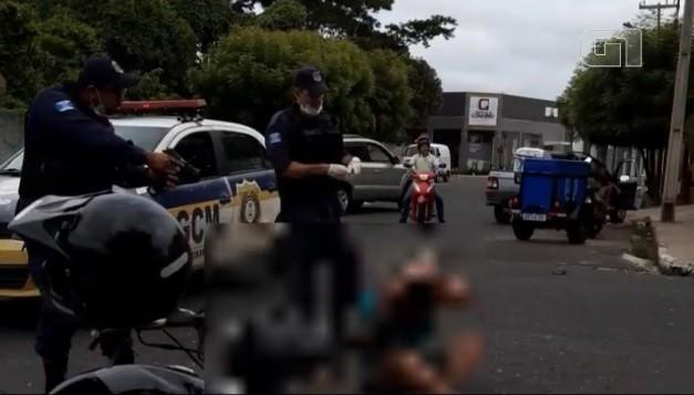 Suspeitos de assalto são rendidos após acidente de trânsito na Zona Leste de Teresina; veja vídeo