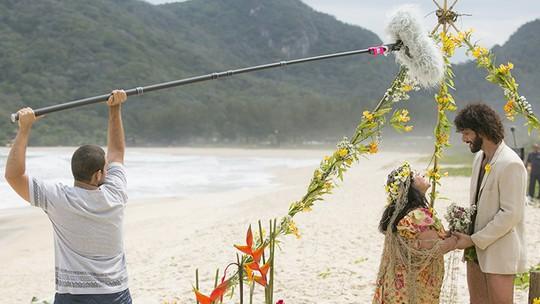 Grace Gianoukas se diverte com Guilherme Chelucci nos bastidores do spin-off de 'Haja Coração'