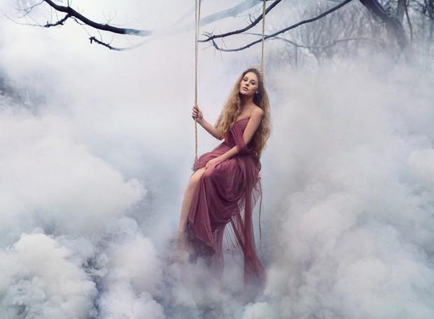 Uma fada da floresta fica ainda mais mística com a fumaça (Foto: Pinterest/ Reprodução)