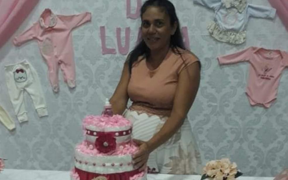 Resultado de imagem para Grávida morre em acidente com ambulância a caminho de hospital para fazer parto em Goiás