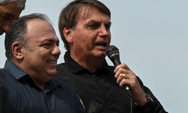 O general Eduardo Pazuello e o presidente Jair Bolsonaro em ato no Rio